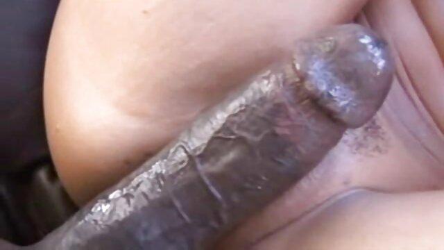 Anak itu melihat anus Ibu tiri dan video bokep bohay meniduri vaginanya.