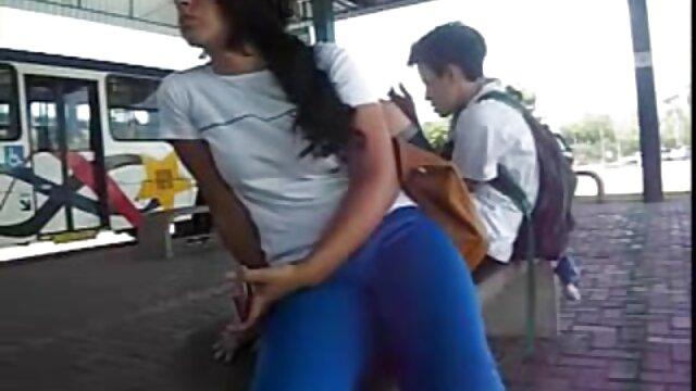 Pria menarik ketika pemuda menghisap penis Di Sofa bokep bohay tante berderit