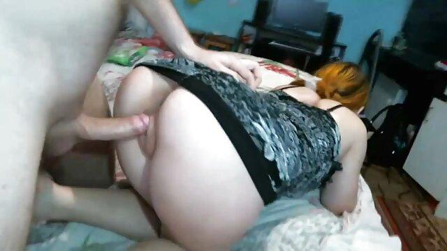 Gadis dengan pantat juicy tidak menunggu orang bokep toge bohay dan masturbasi.